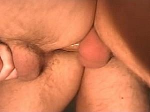 Brave huisvader laat zich neuken door dikke vleeslolly