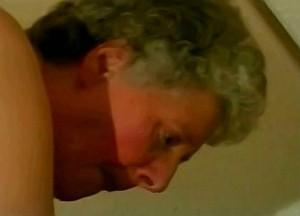 Kleinzoon woont oma anaal uit met zijn sperma knots